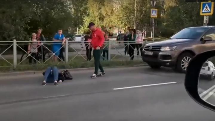 В Северодвинске на пешеходном переходе сбили женщину. ДТП попало на видео