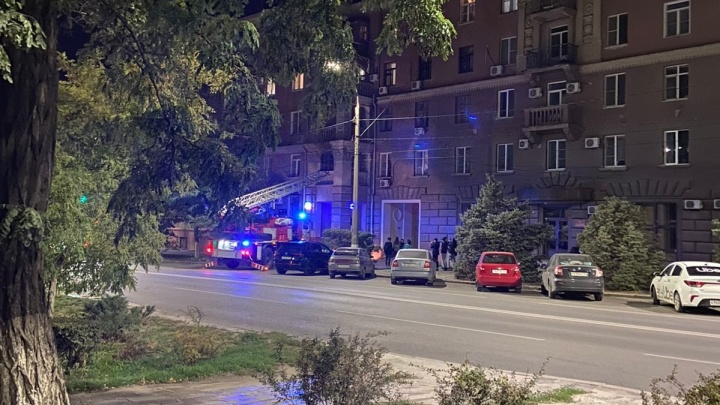 В Волгограде очевидцы сняли на видео пожар в центре города