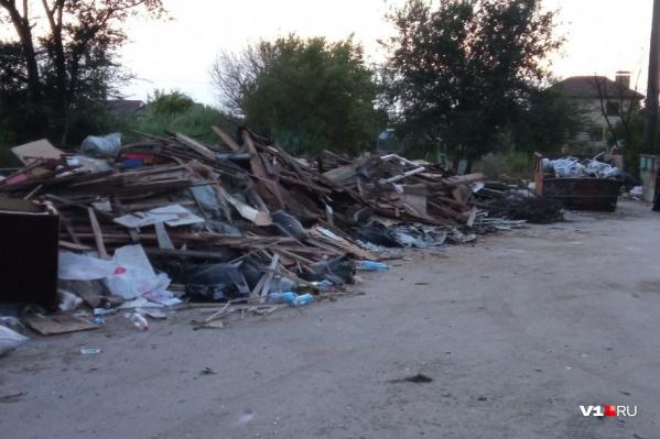 Залежи мусора не вывозились месяцами