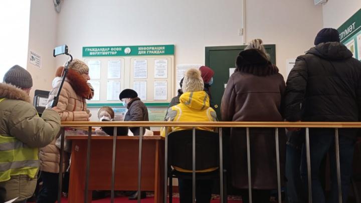 «Пока вопрос с личной встречей не решается»: жители Башкирии снова штурмуют Белый дом