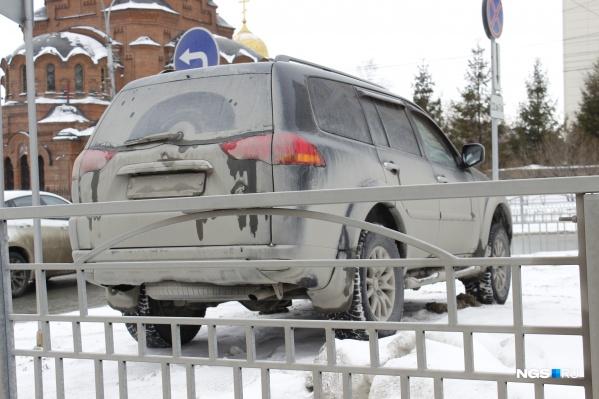 Автомобиль на парковке пл. Свердлова