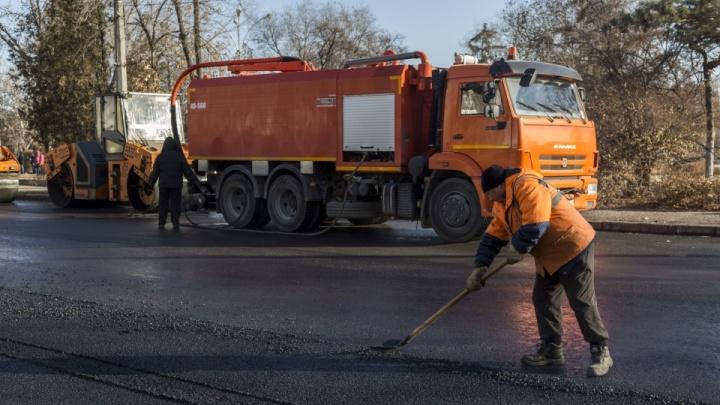 Бьют и воруют: волгоградские чиновники оправдались за разбитые дороги города