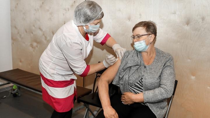 Нижегородский Роспотребнадзор ответил на самые волнующие вопросы о вакцине. Мы собрали их в карточки