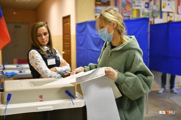Голосование на выборах в этом году пропорционально кампании за поправки в Конституцию, считает политолог Сергей Мошкин