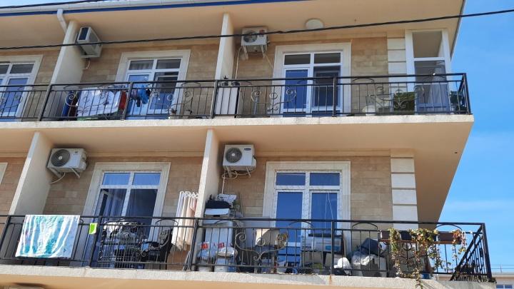 «Они в своей Сибири продали последнее». Как у владельцев жилых помещений в Сочи отжимают дома и деньги