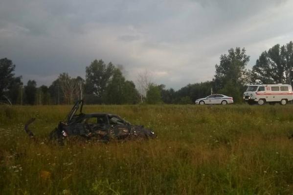 Девушка, которая была за рулем, сумела выбраться и сбежать с места ДТП
