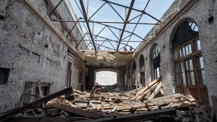«До основанья, а затем...»: смотрите, что сделали с легендарной «Победой» в центре Волгограда
