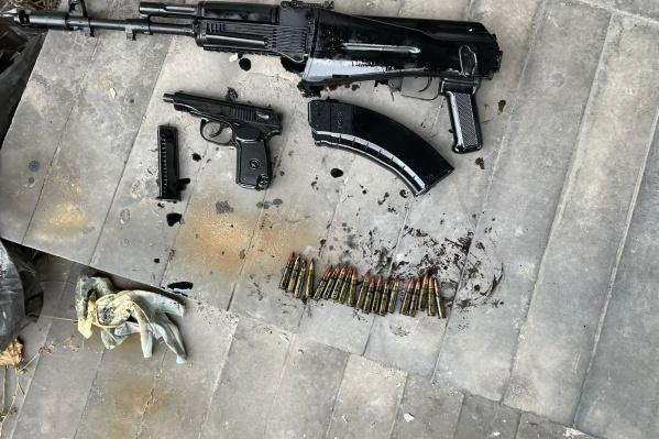 Оружие, изъятое в кустарной мастерской в городе Кемерово