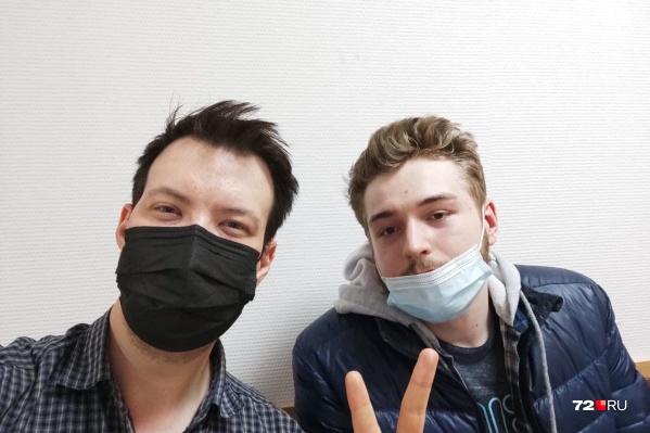 Сергей и Георгий провели в отделении полиции всю ночь, а днем их отвезли в суд