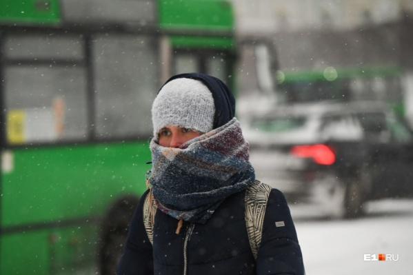 Во время снегопадов на дорогах стоит быть особенно осторожными
