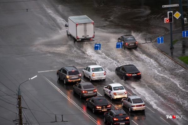 Так после дождя выглядит проспект Ленина в Челябинске