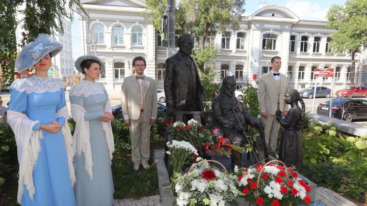 В Самаре открыли бронзовый памятник семье Аксаковых