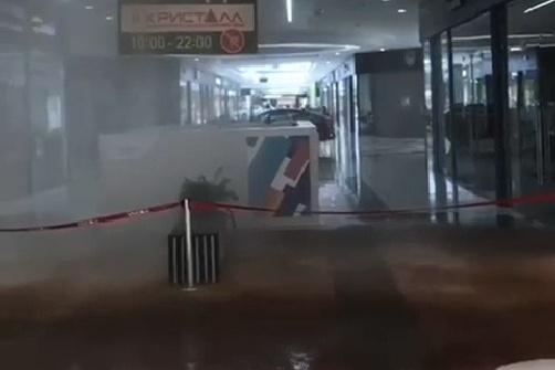 Залило коридор у гипермаркета «Ашан»