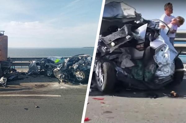 Машина в один момент превратилась в груду металла. Пострадавших спасти не смогли