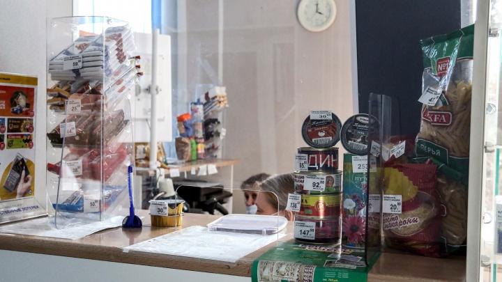 Суд встал на сторону почтальонов в скандале с продажей продуктов на дому. «Почта России» выплатит им компенсации