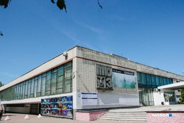 Сегодня в театре идет реконструкция — до 2023 года актеры вынуждены работать на сцене Дома актера