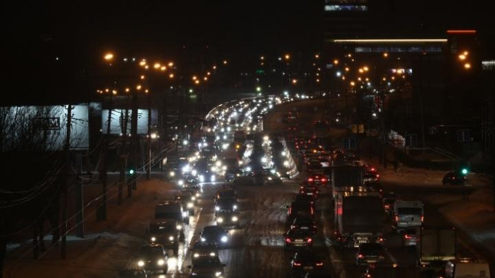 Сколько времени мы теряем в дорожных пробках: истории жителей Новосибирска и две любопытные картинки