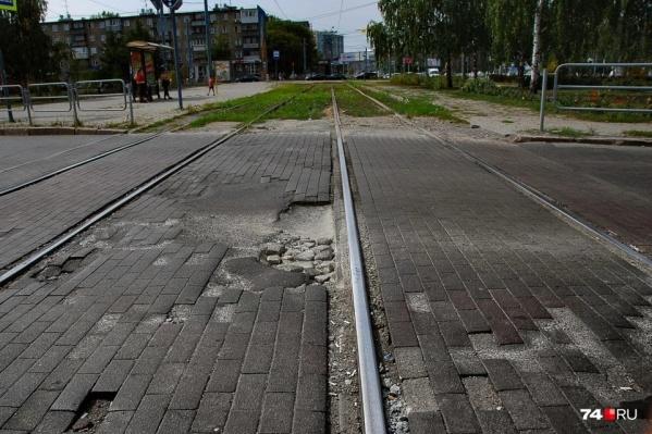 Возле «Юности» трамвайный переезд ремонтировали в прошлом году, а в этом будут переделывать