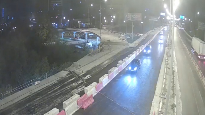 Дорожники наконец-то расширили проезд по мосту на Луганской — Объездной