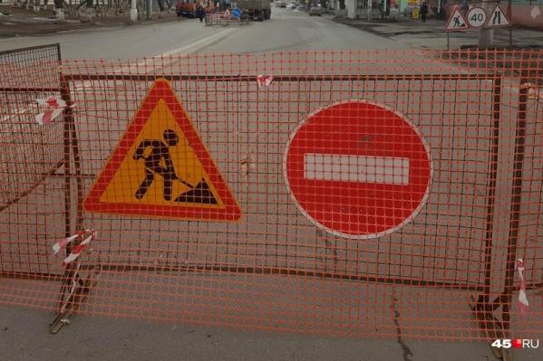 Курганских водителей просят учитывать перекрытие дороги по улице Карбышева при планировании поездок