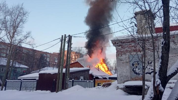 В деревянном квартале Архангельска горела сауна «Форт Нокс»
