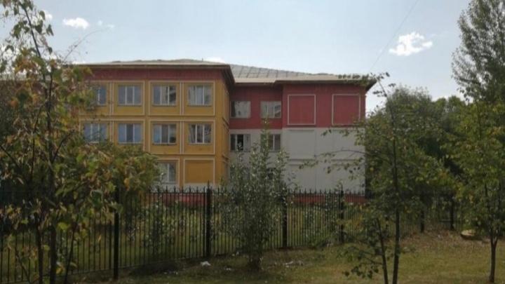 Чиновники объяснили срыв срока капремонта крыши за 53 млн в тюменской школе лесными пожарами