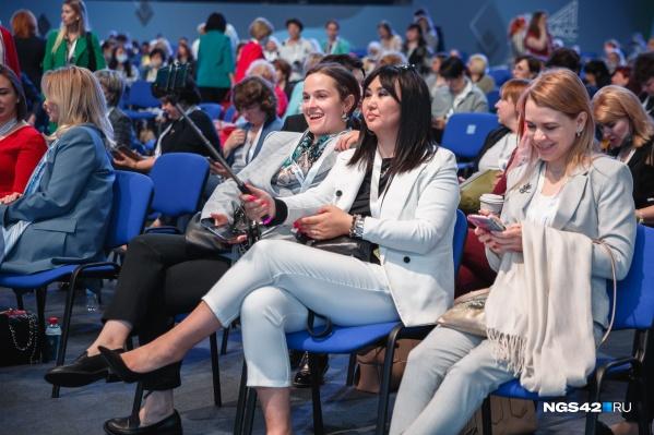 Во время проведения Международного женского форума, форума «Вектор детства» и EdCrunch не все участники соблюдали масочный режим
