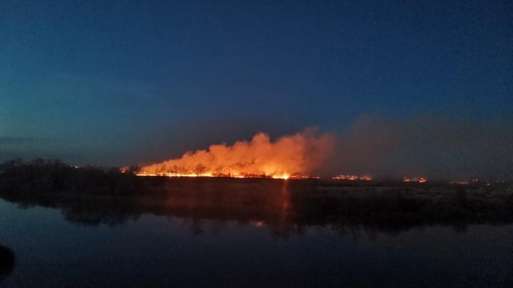 Пламя и зарево было видно за километры: крупные пожары напугали тюменцев