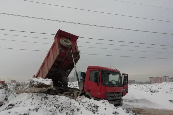 Вот так снегоотвалы сорвали провода