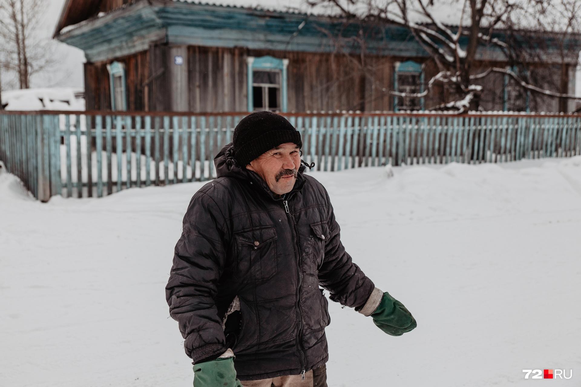 Рябикову 56 лет. Живет он один