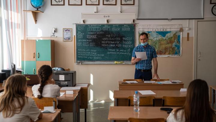 Минобр рассказал, сколько новосибирских школьников вывели с экзаменов за списывание