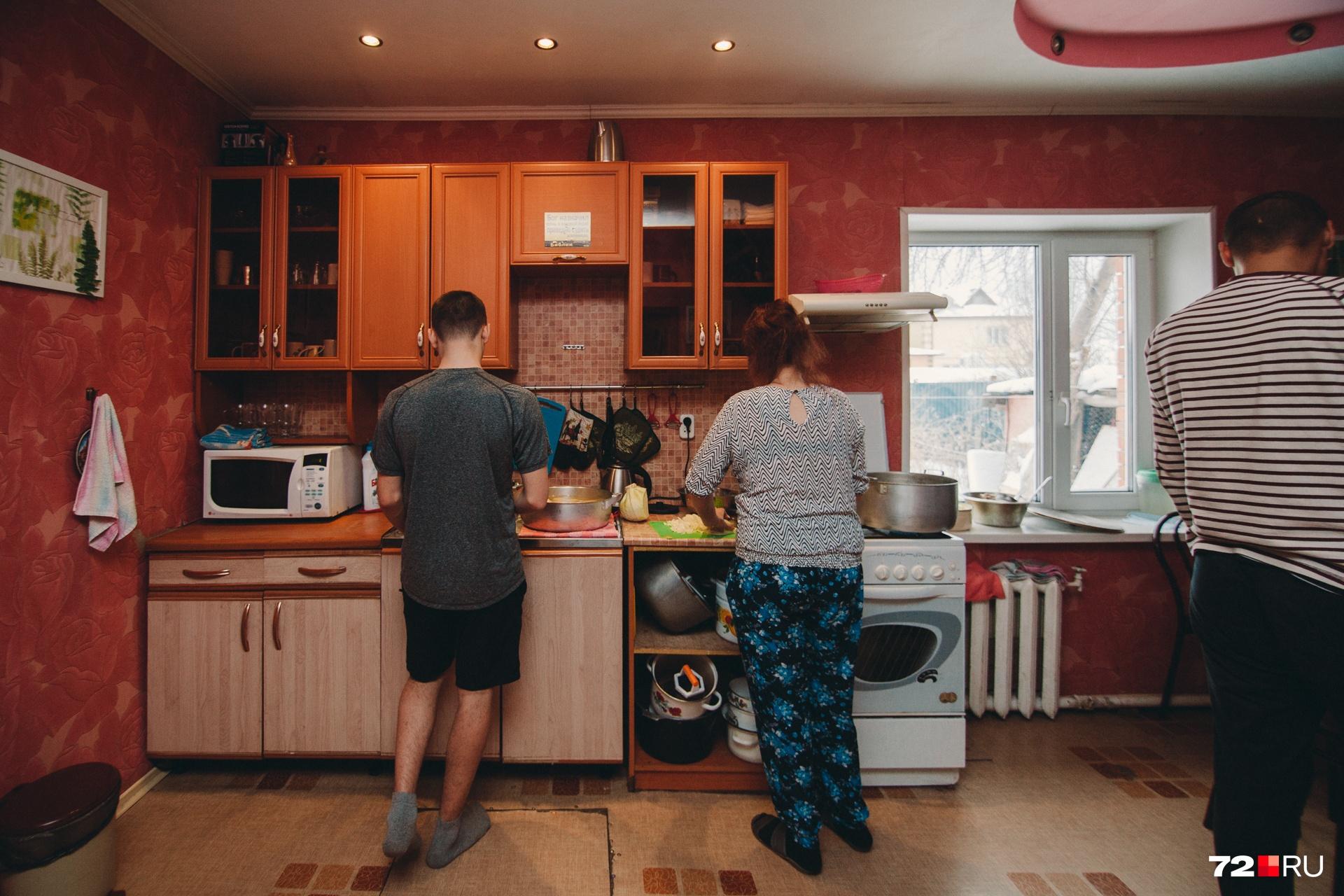 Процесс приготовления ужина в центре