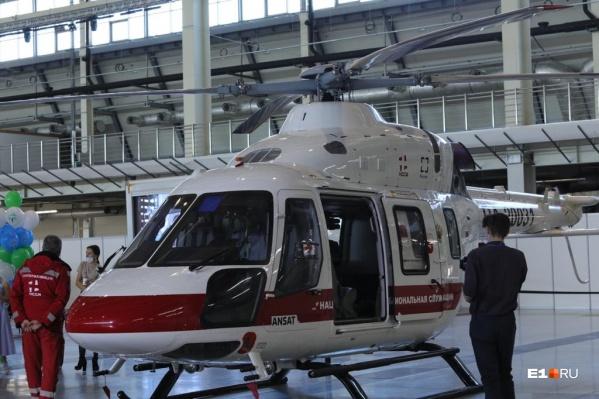 Этот вертолет выставлялся в «Экспо», но сегодня его отправили за пострадавшими при пожаре