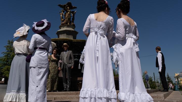 В Челябинске день рождения Александра Пушкина отметили пикником в исторических костюмах
