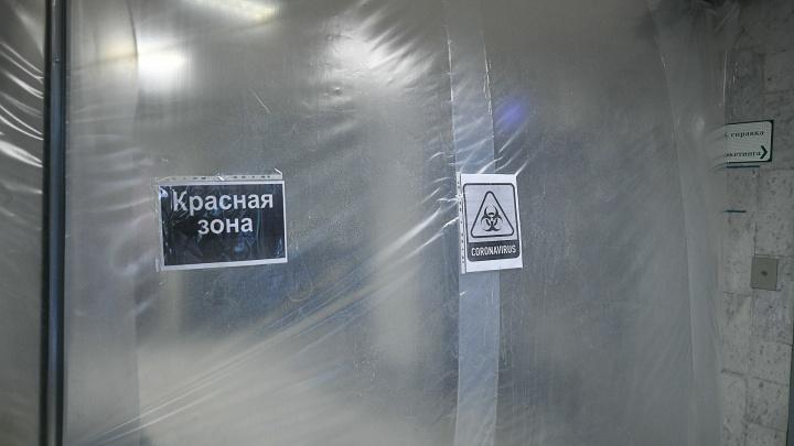 В ковидной больнице Екатеринбурга умер вакцинированный пациент