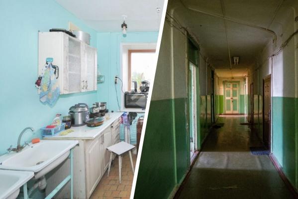 """В некоторых продающихся комнатах в общежитиях уже проведена вода и есть санузел. Для остальных — места общего пользования, которые, как правило, рассчитаны на <nobr class=""""_"""">4–5</nobr> комнат"""