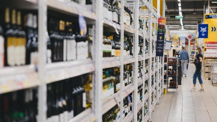 Полезли в бутылку: в пандемию в Челябинске на треть выросло число магазинов, торгующих спиртным