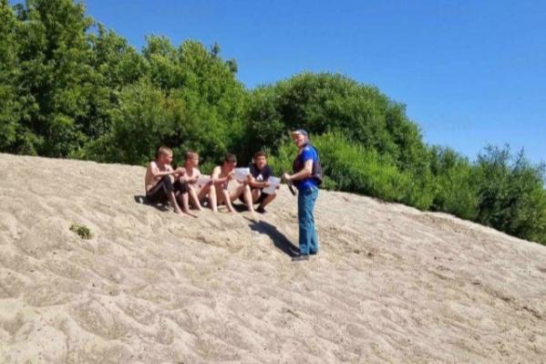Сотрудники МЧС проводят профилактические рейды на пляжах