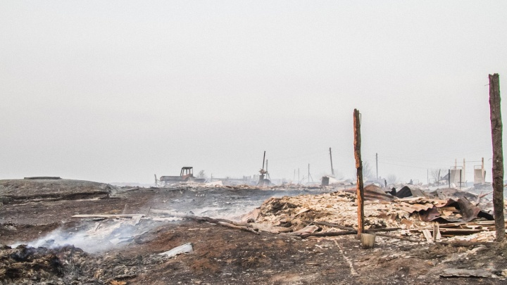 Следком возбудил уголовное дело из-за сгоревшей деревни в Большереченском районе
