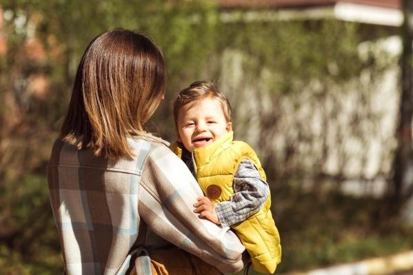 Дети с синдромом Ангельмана очень жизнерадостны, но не могут нормально развиваться — для них характерна умственная отсталость и проблемы с речью