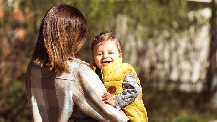 Синдром счастливой куклы. В Перми родители детей с редким заболеванием заявили о проблемах с диагностикой и лечением