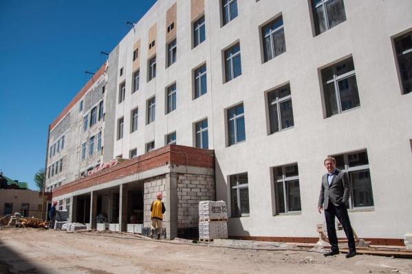 В центре Перми достраивают новую поликлинику
