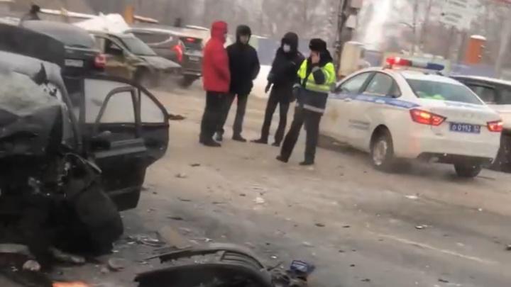 Два человека погибли в аварии на проспекте Гагарина ранним утром