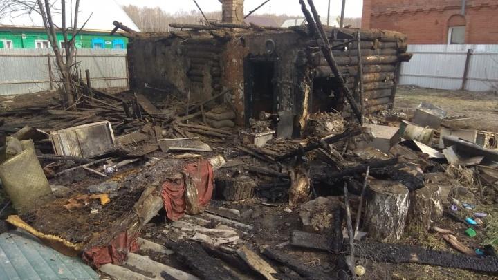 В Искитиме умер мальчик, которого вынесли из пожара. У него был ожог 90% тела