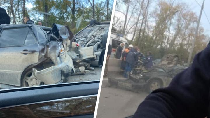 Пробка растянулась на три километра: на Мочищенском шоссе фура попала в аварию с двумя машинами