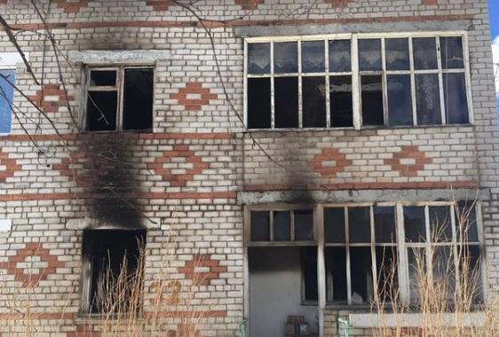 «Сын выбрался, а мать осталась»: в Ярославской области в горящей квартире погибла женщина