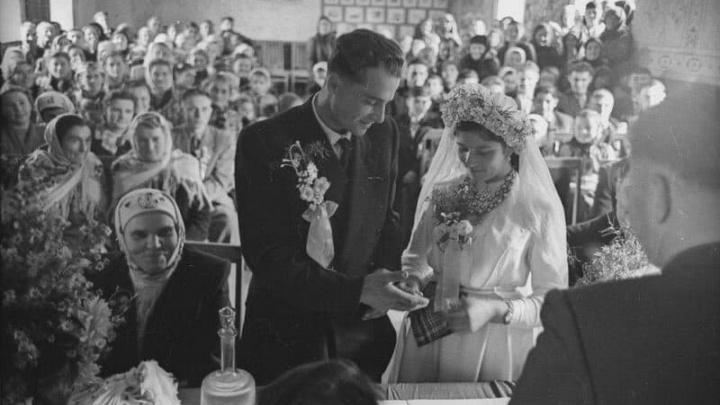 Платье и галстук по талону. Свердловчане рассказали, как играли свадьбы в СССР