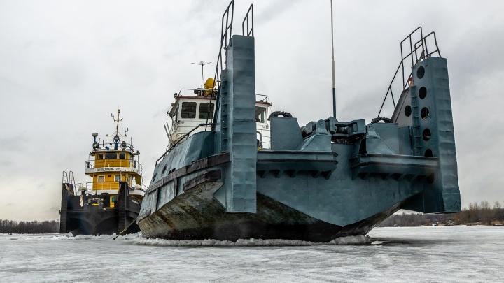 Тяжелый лед: путь на Рождествено по Волге пробивали «Шлюзовой» и «Портовый»