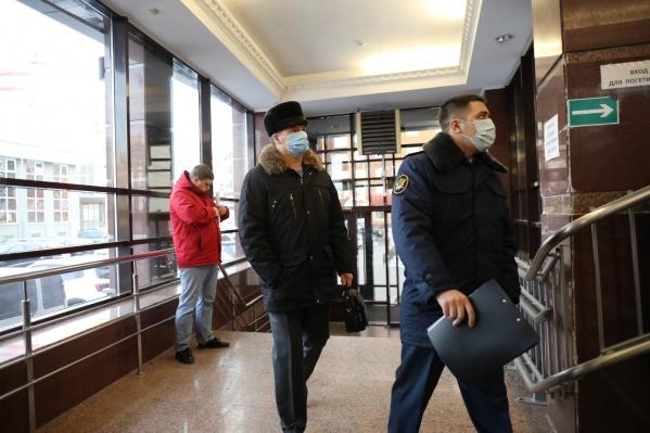 Юрий Алтынов, бывший начальник областного УМВД, посещает суды в сопровождении УФСИН. Его защищают два адвоката