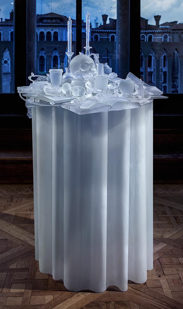 Лорис Чеккини, «Бессвязный отдых», 2013<br />Стеклянные бусины, сталь, проволока; плетение<br />Собственность художника и Студии Беренго